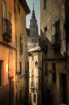 narrow street in Toledo through the eyes of World Pictures, Travel Pictures, Places To Travel, Places To See, Vacation Spots, Vacation Memories, Places In Spain, Toledo Spain, Spain And Portugal