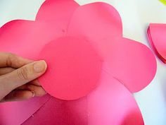 Mama's Gone Crafty: Easy Method When Building any DIY Giant Paper Flower How To Make Paper Flowers, Large Paper Flowers, Tissue Paper Flowers, Giant Paper Flowers, Fake Flowers, Diy Flowers, Diy Paper, Paper Crafts, Diy Crafts
