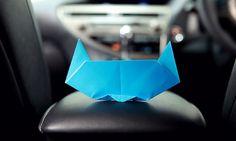 Półtorej minuty, kawałek papieru, używasz tylko jednej ręki – i tej dla Ciebie nie dominującej. Składasz origami. Kota. Zadanie wydaje się proste? Nic bardziej mylnego! http://exumag.com/zloz-kota-z-papieru-w-90-sekund/