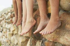 Si tus pies se hinchan lávalos con agua fría y seguido da una fricción de menta