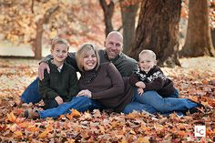 Want a fall family photo like this. Hmm...Maybe I can get my SIL to do it ;)