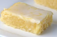 Lemonies (Lemony Brownies) Not quite a lemon bar, not quite a brownie, these little bites of sunshine get the cute name Lemonies. Packed with lemon flavor and topped with a tangy glaze, they are a real sweet treat! Lemon Desserts, Lemon Recipes, Just Desserts, Sweet Recipes, Baking Recipes, Cookie Recipes, Delicious Desserts, Dessert Recipes, Yummy Food