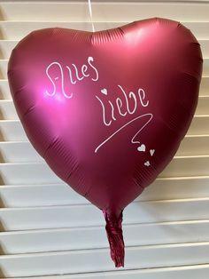 Heliumgefüllte Folienballons personalisiert und von Hand beschriftet. Happy Birthday, Satin, Neon Signs, Getting Married, Gifts, Mariage, Happy Brithday, Urari La Multi Ani