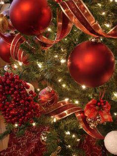 Little Inspirations: Christmas Tree Decorating 101