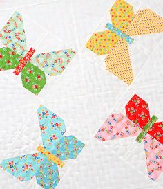 Butterfly Dance quilt pattern by Nadra Ridgeway of ellis & higgs. Patchwork Patterns, Quilt Block Patterns, Pattern Blocks, Butterfly Quilt Pattern, Bird Quilt Blocks, Vogel Quilt, Flower Quilts, Quilting Rulers, Animal Quilts