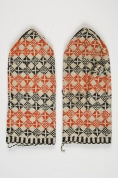 Eesti Kihelkonna Saaremaa kihelkondade kirikindad t How To Start Knitting, How To Purl Knit, Knit Mittens, Knitted Gloves, Visible Mending, Yarn Inspiration, Vintage Knitting, Knitting Needles, Hand Warmers