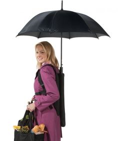 pratique ce porte parapluie The Backpack Umbrella - Hammacher Schlemmer Hammacher Schlemmer, Backpack Umbrella, Umbrella Man, Great Inventions, Take My Money, Parasol, Blow Your Mind, Cool Tech, Gadgets And Gizmos