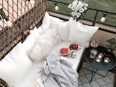 39 Creative Small Balcony Decor Ideas You Need To See Small Balcony Design, Small Balcony Garden, Small Balcony Decor, Porch And Balcony, Small Balconies, Small Room Bedroom, Home Decor Bedroom, Diy Home Decor, Murphy Bed Ikea