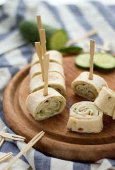 Wrap snacks with chicken fillet, cucumber and witch cheese - Eef Kookt Zo – Wrap snacks with chicken fillet, cucumber and witch cheese Eef Kook Zo - Gourmet Recipes, Healthy Recipes, Food Film, Lunch Wraps, Mini Sandwiches, Party Snacks, Clean Eating Snacks, Love Food, Food Print