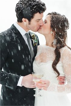 This is probably one of the most romantic winter wedding photos out there. How adorable is this bride and groom?