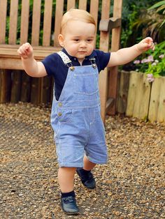 Prince George of Cambridge in his first official birthday photo | #Royals #UK
