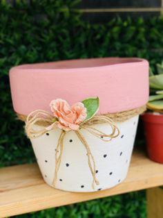 Flower Pot Art, Flower Pot Design, Clay Flower Pots, Flower Pot Crafts, Clay Pot Projects, Clay Pot Crafts, Painted Plant Pots, Painted Flower Pots, Flower Pot People