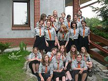Vlaams Nationaal Jeugdverbond (VNJ) a Flemish socio-linguistic independent Scout association (non-wosm) in Belgium Girl Scout Uniform, World Thinking Day, Girl Scouts, Belgium, Bugs, Princess, Couple Photos, Couple Shots, Girl Guides