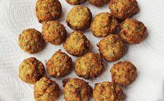 kala (gefrituurd hapje van zwartoog-bonen). The Antillian falafel