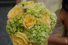 Cheap yellow wedding flowers - fill up your bouquet with larger flowers in a contrasting color September Wedding Flowers, Country Wedding Flowers, Bright Wedding Flowers, Vintage Wedding Flowers, Cheap Wedding Flowers, Winter Wedding Flowers, Wedding Flower Decorations, Flower Bouquet Wedding, Flowers Decoration