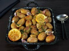 Ovnsbakte poteter med sitron og timian I Love Food, Plum, Lemon, Baking, Fruit, Vegetables, Eat, Baked Potatoes, Food Ideas