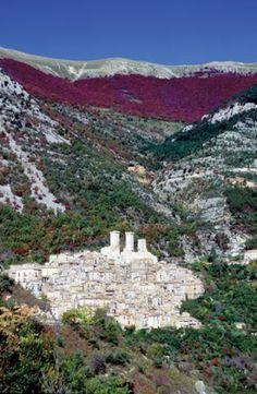 Gran Sasso National Park, Abruzzo. #abruzzo #landscape #italy #italia #mountains #landscape #travel #italy #italia #mountain #montagne #apennines #appennini #national_park #gran_sasso #sasso_national_park #parco_nazionale