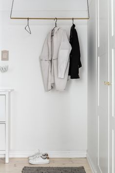 I love the combination of the grey kitchen and bedroom wall with the brass details that come back everywhere. I also really like the clothing rail in the hallway and the lovely golden flatware. via Fantastic Frank Hallway Inspiration, Interior Inspiration, Stockholm Apartment, Decoration Entree, Interior And Exterior, Interior Design, Kitchens And Bedrooms, Scandinavian Style, Wardrobe Rack