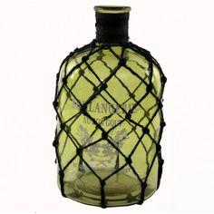 Botella decorativa modelo Boulangerie con malla, elaborada en cristal color verde.      Ancho: 18 cm     Largo: 18 cm     Alto: 33 cm     Color: Verde