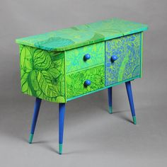 Art deco cabinet from 60/70 has been painted zentangle technique. Zentangle is about creating beautiful, harmonic patterns and the process is a kind of