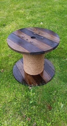 Wooden Spool Table by AsheWoodWorks on Etsy Wood Spool Tables, Cable Spool Tables, Cable Spool Ideas, Wooden Spool Projects, Diy Wood Projects, Wooden Pallets, Wooden Diy, Cable Drum Table, Electrical Spools