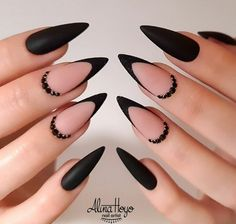 French Stiletto Nails, Acrylic Nails Stiletto, White Acrylic Nails, Almond Acrylic Nails, Best Acrylic Nails, White Nails, Stiletto Nail Designs, Black French Nails, Edgy Nails