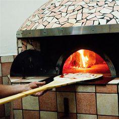Vieni a gustare la nostra pizza cotta nel forno a legna, nel pieno rispetto delle antiche tradizioni. Solo la sera, pizza con bibita a scelta a soli € 7,00 alla Pizzeria Traiano.