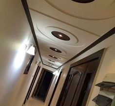 Wondrous Cool Tips: False Ceiling Cafe false ceiling with wood home.False Ceiling Modern Decorating Ideas contemporary false ceiling for office. Ceiling Plan, Ceiling Beams, Ceiling Lights, Ceilings, Coridor Design, Bedroom Pop Design, Gypsum Ceiling, Ceiling Curtains, Beige Living Rooms