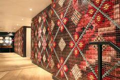A infindável parede de ponto-cruz - Casa Vogue | Lazer&Cultura