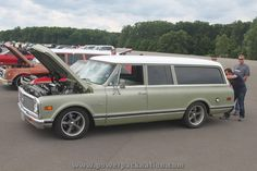 Love the vintage Chevy Suburbans!
