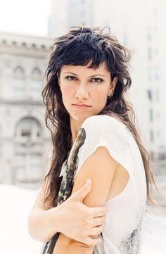 Elisa's hairstyle