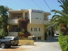 Marias Platanias Marias is set in Plataniás, 500 metres from Agios Dimitrios Church and 600 metres from Platanias Square. Each room at this hotel is air conditioned and comes with a TV. The nearest airport is Chania International Airport, 22 km from Marias.