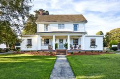 Home Tour // A Historic Colonial Revival in Delaware full of Charm and the Best Thrifted Finds — The Grit and Polish Country Home Magazine, Swedish Interiors, Cabin Interiors, Sweden House, Vintage Apartment, Scandinavian Apartment, Tudor House, Cottage Homes, Cottage Style