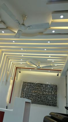 False Ceiling Kitchen Ceilings, High Ceiling Living Room, Bedroom False Ceiling Design, Plafond Design, Office Plan, Tvs, Stencils, House Plans, Bedrooms