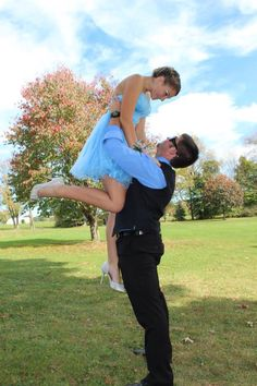 Homecoming poses for couple