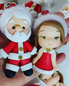 Preparando enfeites lindos para o natal bom dia!!!! #biscuitdafê #natal #enfeitesdenatal #coldporcelain #porcellanafredda #porcelanafria #feitoamao #arteembiscuit #artesanato #papainoel #natalchegando #arvoredenatal #enfeites #biscuit