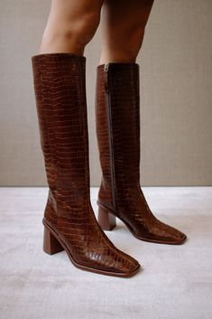 Crocodile Boots, Spring Sandals, Foto Instagram, Equestrian Style, Mode Inspiration, Brown Boots, Cow Leather, Look Fashion, High Boots
