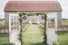 婚礼仪式 - 照片纸蚂蚁https://ruffledblog.com/summer-sunset-wedding-in-wisconsin
