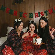 61 Ideas baby outfits christmas little girls Mode Ulzzang, Korean Ulzzang, Ulzzang Girl, Korean Boy, Korean Couple, Bff Goals, Best Friend Goals, Poses, Cute Girls