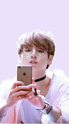 Image discovered by 。✧*:☽봄날☾:*✧。. Find images and videos about cute, kpop and bts on We Heart It - the app to get lost in what you love.