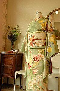 Antique Chu-Furisode middle-length sleeves kimono