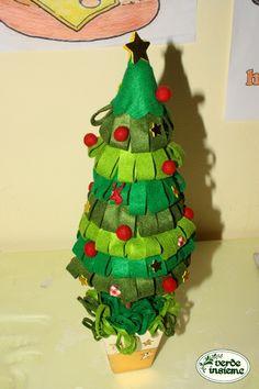 Alberello natalizio fatto a scuola