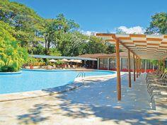 Es una piscina en San Jose, Costa Rica. La piscina es muy relajante y nueva.