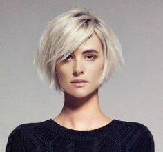 Idée Tendance Coupe & Coiffure Femme 2018 : Description Nice chin length bob with those long side swept bangs that I can never hang in long enough to grow! Love the platinum color. Short Bob Hairstyles, Hairstyles With Bangs, Trendy Hairstyles, Long Haircuts, Straight Haircuts, Blonde Hairstyles, Party Hairstyles, 1920s Hairstyles, Layered Hairstyles