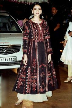 33 Young Outfits To Update You Wardrobe Today - Luxe Fashion New Trends - Fashion Ideas Ethnic Fashion, Indian Fashion, Boho Fashion, Fashion Dresses, Fashion Trends, Pakistani Dresses, Indian Dresses, Indian Outfits, Pakistani Suits