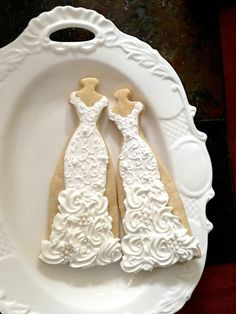 *** NO-BREAKAGE PACKAGING *** This listing is for 10 PIECES of beautiful mermaid wedding gown cookies with brush embroidery lace accent. Each