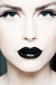 White porcelain skin - Black lips i want this shade of white for my skin XD Black Lips Makeup, Goth Makeup, Lip Makeup, Makeup Brushes, Makeup Tips, Beauty Makeup, Makeup Ideas, Goth Beauty, Black Eyeliner