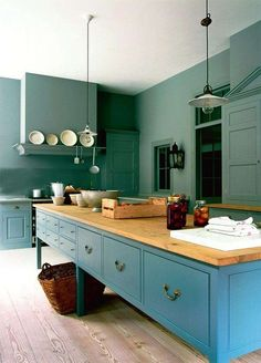 Sophisticated blue and green kitchen with island || @pattonmelo