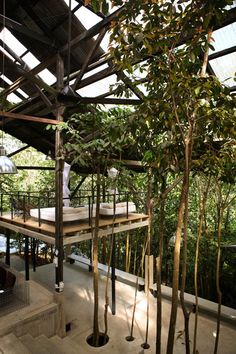 Sekeping Serendah is a forest retreat located less than an hour drive from Kuala Lumpur city center. Tropical Architecture, Interior Architecture, Open Shed, Warehouse Home, Revit, Terrace Restaurant, Jungle House, Retreat House, Tropical Design