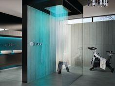 regendusche modernes Bad mit Dusche blaue beleuchtung glaskabin